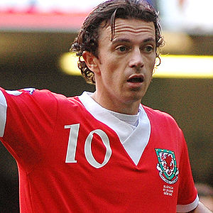 Simon Davies (footballer, born 1979) - Davies playing for Wales in October 2006