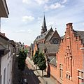 Sint-Jan-Berchmanskerk en Sint-Jan-Berchmansschool vanuit Sint-Jan-Berchmansstraat.jpg