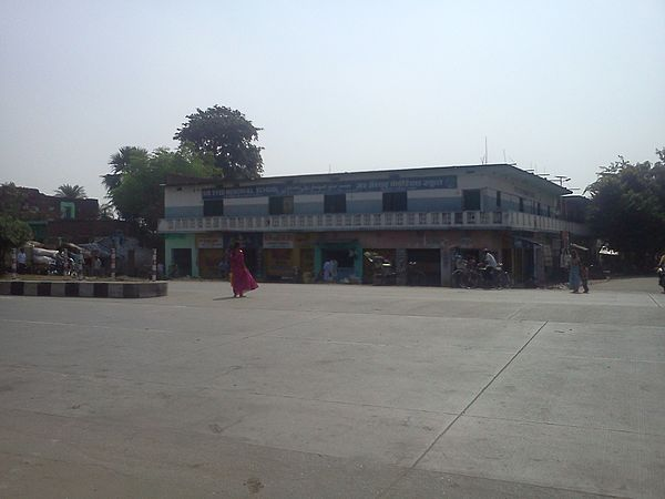 Sir syed memorial school view from NH2.jpg