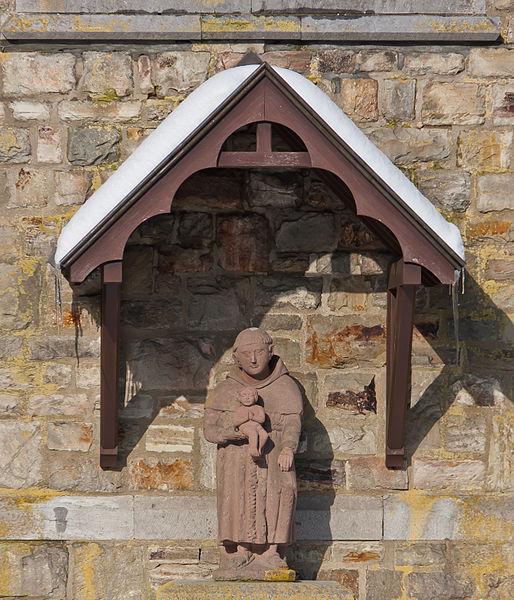 Skulptur vor St. Eligius Kirche, Büllingen, Belgien