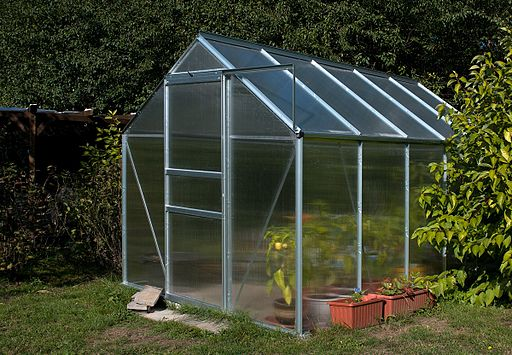 512px SmallGreenHouse - Anatomy of a Self-Sufficient Home: Living Off the Grid