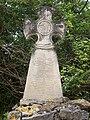 Stèle sur le chemin du château de Roquefixade 2.JPG