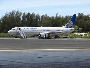 Henderson Field (Midway Atoll) - Continental Airlines Boeing 737 at Midway to commemorate the 66th anniversary of the Battle of Midway, in 2008.