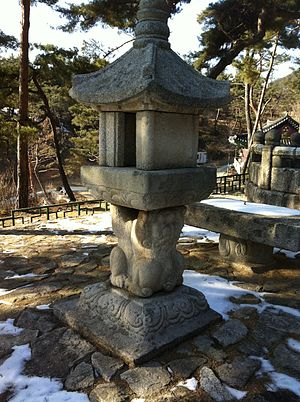 Muhak - Stone light for Muhak Daesa
