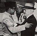 Sukarno with Frank Porter Graham, Presiden Soekarno di Amerika Serikat, p22.jpg
