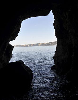 San Diego-La Jolla Underwater Park - Sunny Jim profile in Sunny Jim Cave in La Jolla.