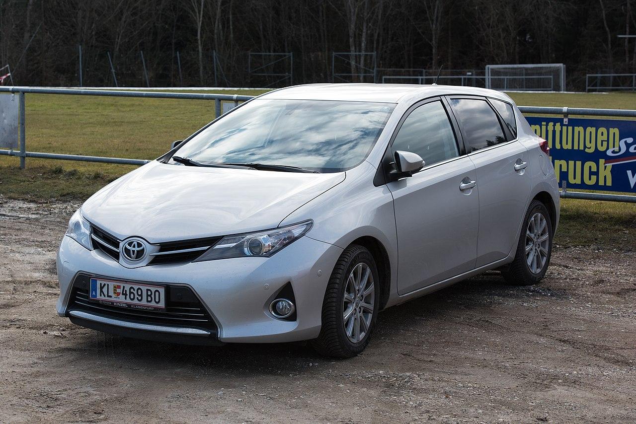 File:Techelsberg Sankt Martin Sportplatz Toyota Auris ...