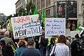 Teilnehmer der Demonstration für die Schließung Tegels (49064687908).jpg