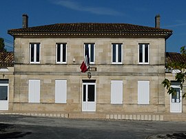 The town hall in Teuillac