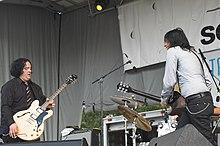 Les Posies se produisent à Chicago, Illinois en juin 2009.