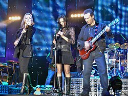 I Corrs in un concerto del Borrowed Heaven Tour, 2004