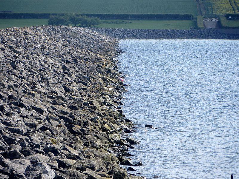File:The dam at Rutland Water - April 2014 - panoramio.jpg