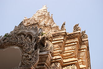 Buddhism in Thailand - Detail of the entrance gate of Wat Phra That Lampang Luang