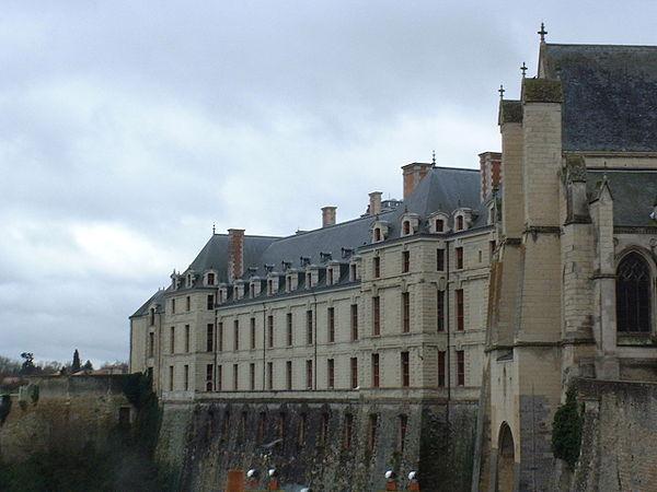 Le château des ducs de La Trémoille.