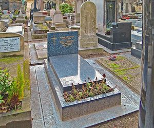 André Jolivet - Jolivet's grave next to that of Henri Sauguet