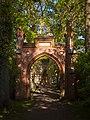 Tor zur Peter-Pauls-Kirche Zingst.jpg