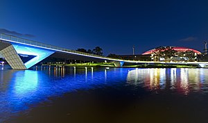 Аделаида: Torrens River at night