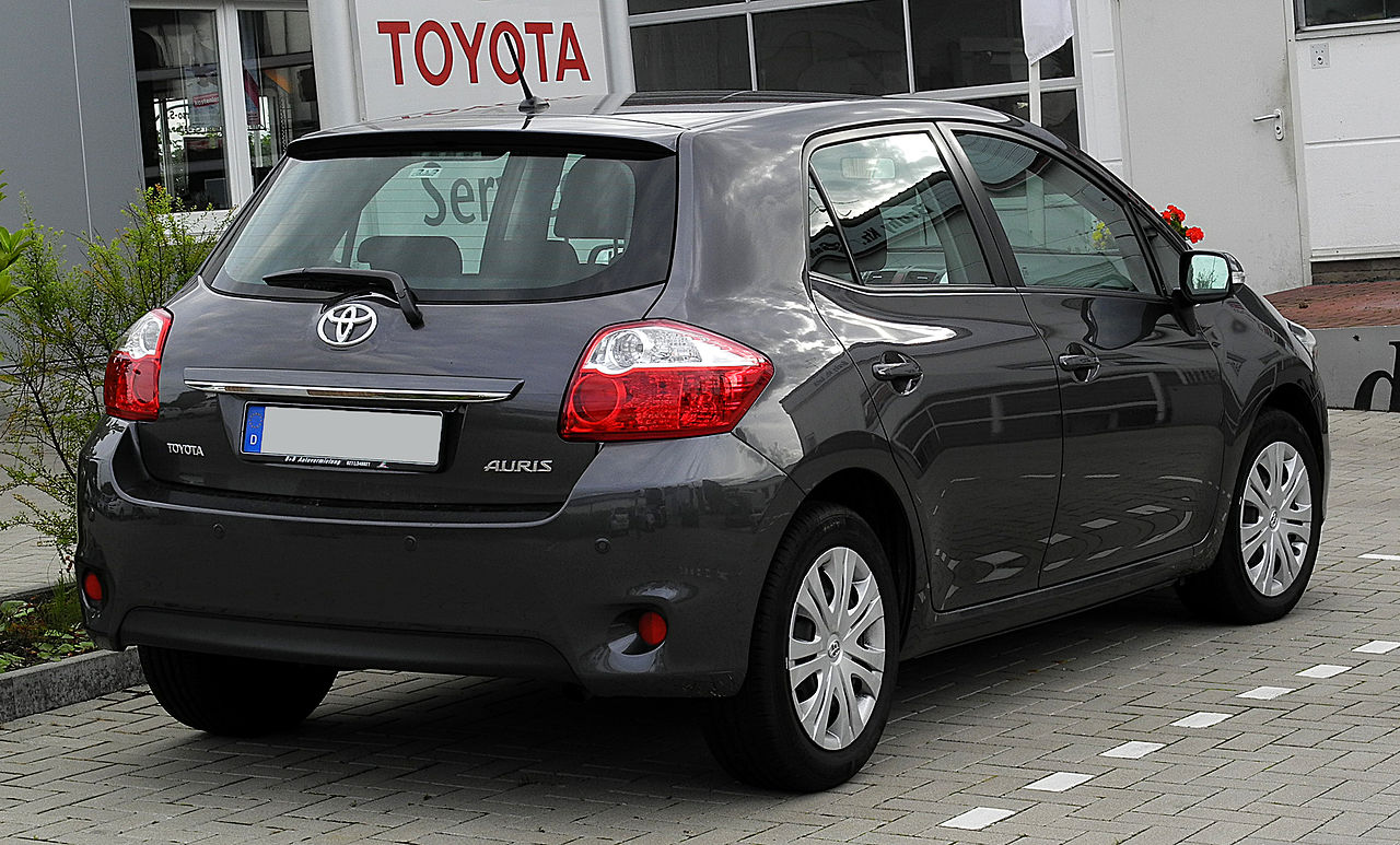 file toyota auris facelift heckansicht 21 juni 2011 wikimedia commons. Black Bedroom Furniture Sets. Home Design Ideas