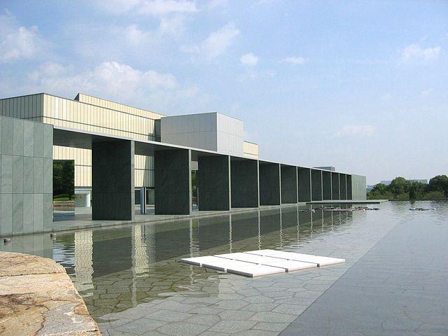 https://upload.wikimedia.org/wikipedia/commons/thumb/d/dc/Toyota_museum_051.JPG/640px-Toyota_museum_051.JPG