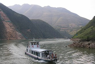 Yangtze - Cruise on the Yangtze River before sunset