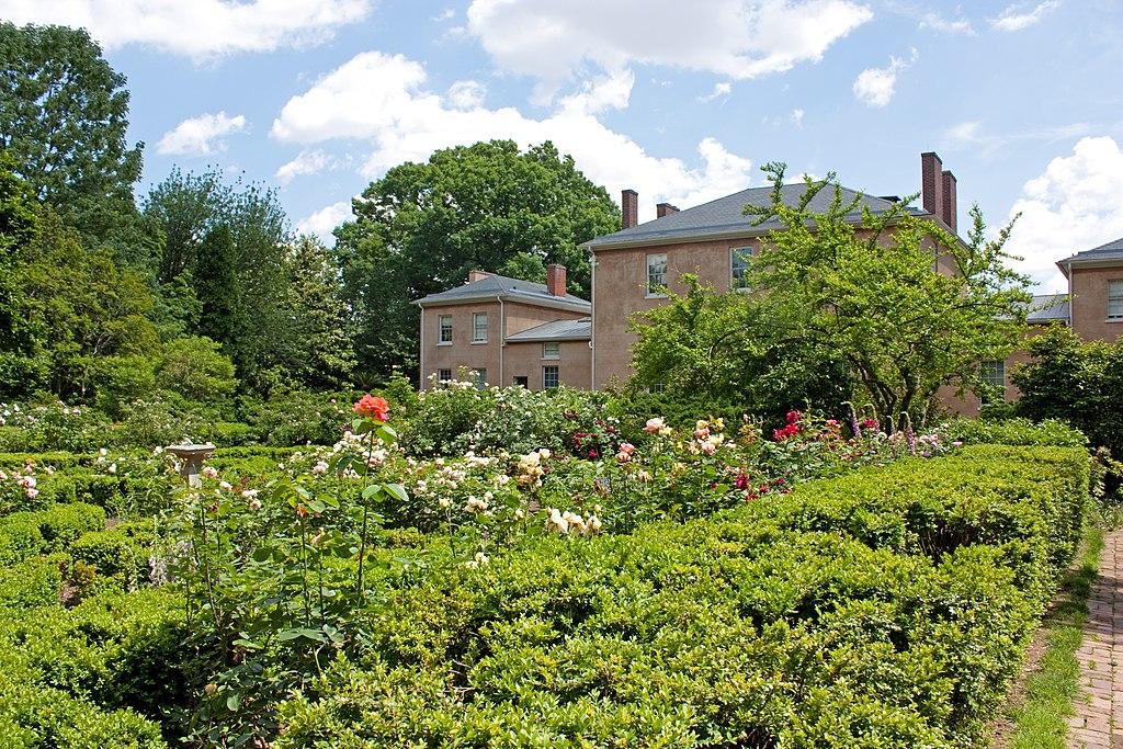 File:Tudor Place flower garden 2011 2.jpg - Wikimedia Commons