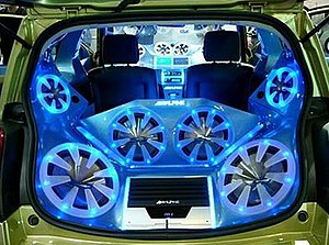 Tuning car audio en luz azul