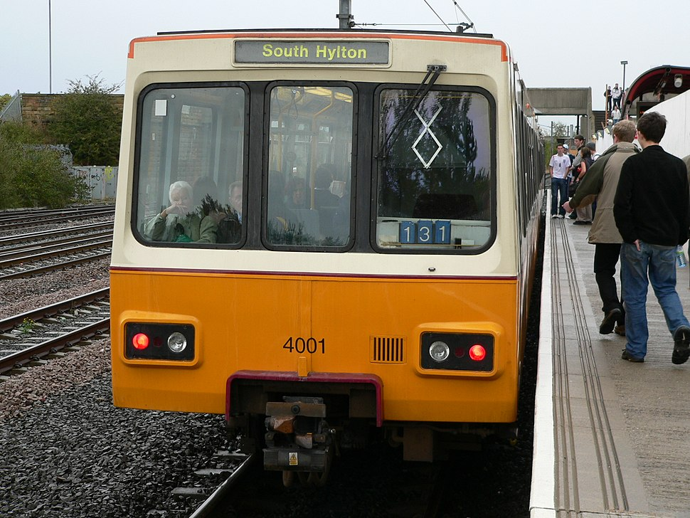 Tyne and Wear Metro train 4001 at Pelaw 01