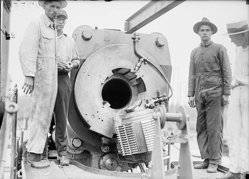 File:USN 14 inch railway gun Mk II open breech 1919 LOC 12666.jpg