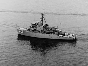 USS Lucid (MSO-458) underway in the Pacific Ocean in February 1970.jpg