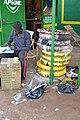 Un Vendeur de pneus 01.jpg
