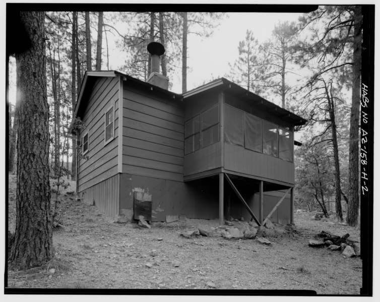 File:VIEW OF SOUTHWEST WALL AND NORTHWEST SIDE, LOOKING EAST - Horsethief Basin Resort, Cabin No. 8, 7 miles Southeast of Crown King, Crown King, Yavapai County, AZ HABS ARIZ,13-CROWNK.V,1H-2.tif