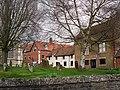 View across corner of churchyard - geograph.org.uk - 1321096.jpg
