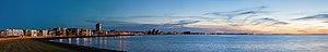 Vista de Reikiavik desde el Paseo de la Bahía, Distrito de la Capital, Islandia, 2014-08-13, DD 150-153 PAN.jpg