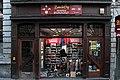 Vitrine d'un magasin de sport - 5 rue d'Havré à Mons -130206- fr.jpg
