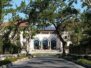 Vizcaya Museum and Gardens - Vizcaya: Entrance drive view of west Villa facade