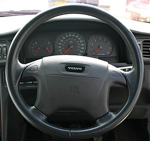 Common mistakes when buying a new car - steering wheel