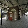 Wachtruimte op middenperron - Roosendaal - 20387911 - RCE.jpg