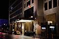 Waldorf Astoria, Eingang bei Nacht 20140926 1.jpg