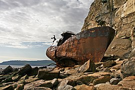 Wrecked boat - geograph.org.uk - 553797.jpg