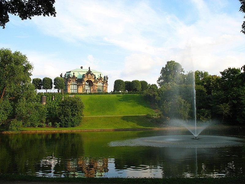 File:Zwinger gardens.jpg