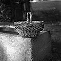 """""""Loc?nčka"""" iz bekovih ali vrbovih šibic za nabiranje sadja, Dolšce 1956.jpg"""