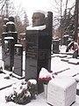 Могила Героя Социалистического Труда Аветика Бурназяна.JPG