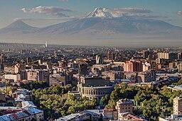 Jerevan med Ararat i baggrunden
