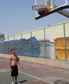 אני בקליעת סל, בעיצומו של משחק כדורסל שכונתי 2014-06-24 11-20.png