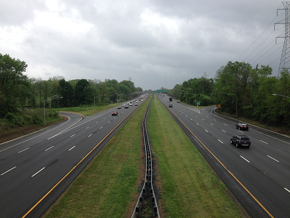 2014-05-16 14 13 12 View north along Interstate 95 from the overpass for U.S. Route 206 (Lawrence Road) in Lawrence Township, Mercer County, New Jersey