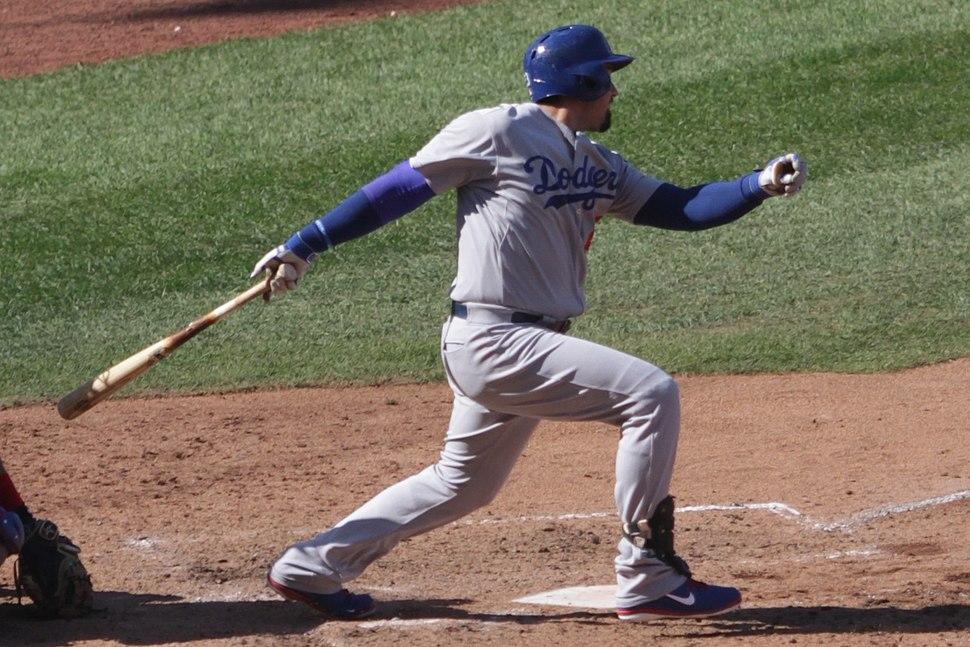 20140919 Adrian Gonzalez swing