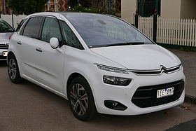 2015 Citroën C4 Picasso (B7 MY15) Exclusive e-THP wagon (2015-06-15) 01.jpg