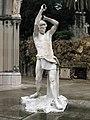 240 Panteó Vial i Solsona, escultura d'Enric Clarasó.jpg