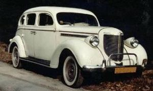 Chrysler Royal - 1938 Chrysler Royal C-18, 4-door