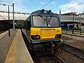 92014 at Edinburgh Waverley (34592858861).jpg